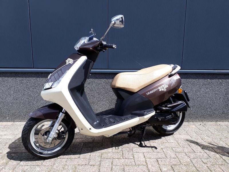 VERKOCHT....Peugeot New Viva 25 km/h  4-T 2011