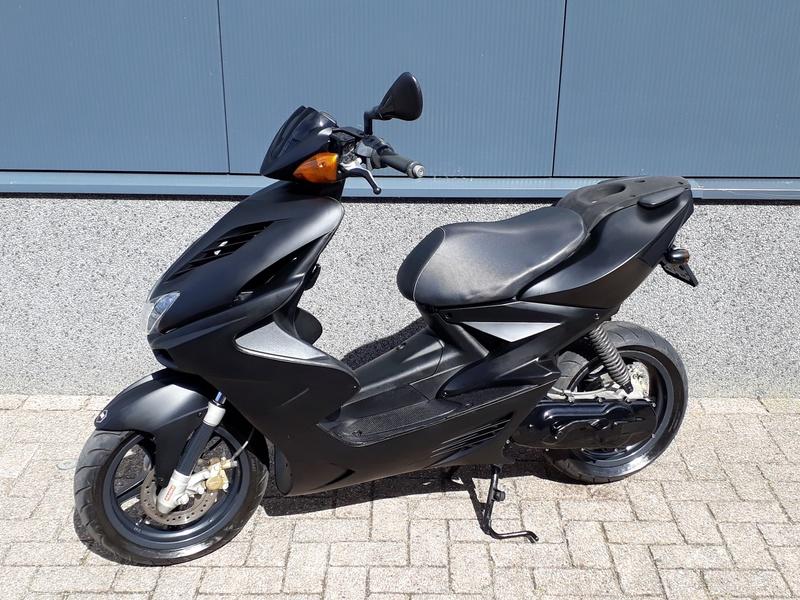 VERKOCHT.....Yamaha Aerox zwart 45 km/h 2008