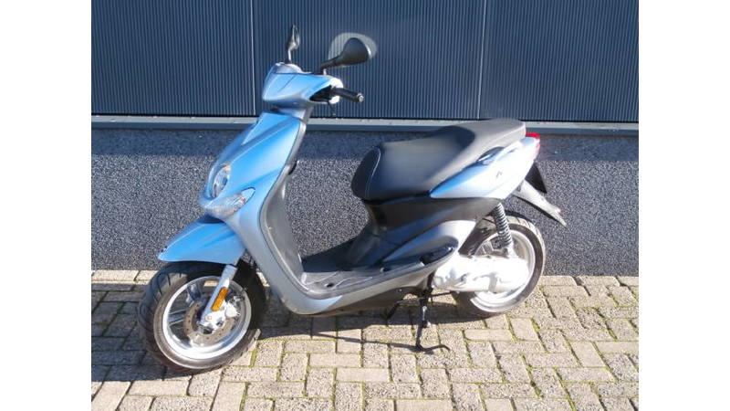 VERKOCHT....Yamaha Neo's blauw 45 km/h 2010