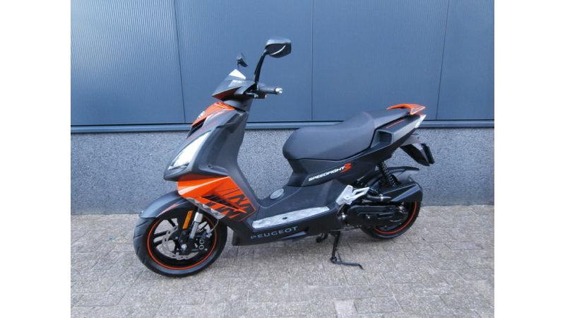 VERKOCHT...... Peugeot Speedfight III zwart-oranje 25 km/h 2015