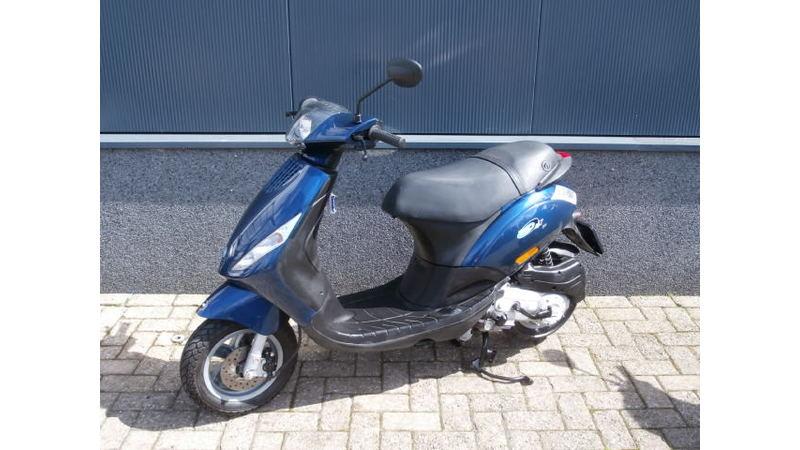 VERKOCHT....Piaggio  Zip 4-takt blauw 45 km/h