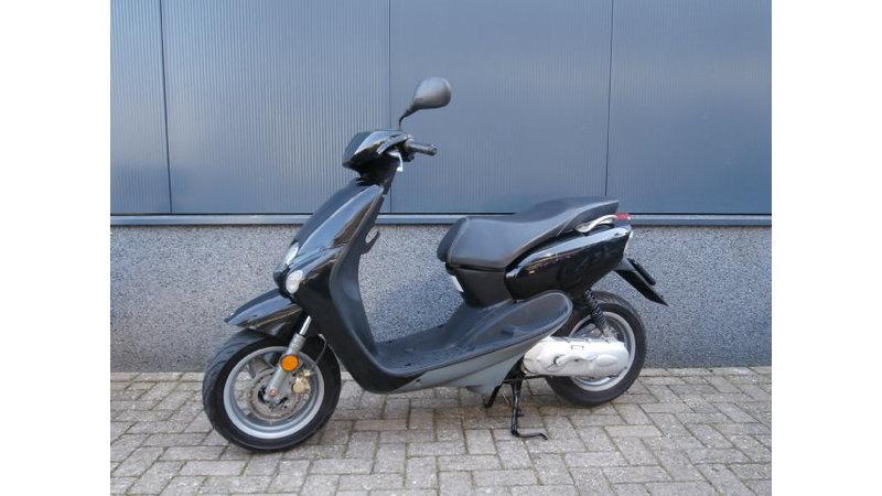 VERKOCHT...Yamaha Neo's zwart 45 km/h