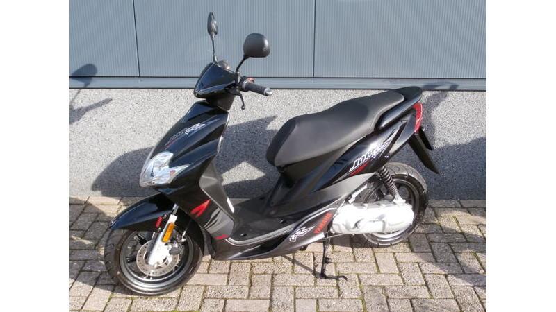 VERKOCHT....Yamaha Jog R 45 km/h zwart ...Nieuwstaat!!