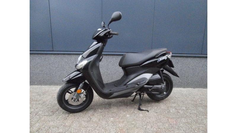 VERKOCHT....Yamaha Neo's 4 T 25 km/h 2012