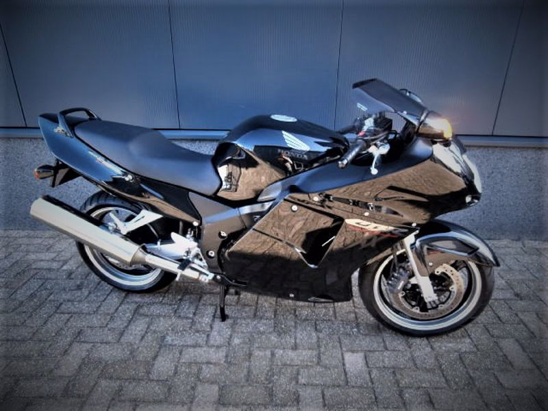 VERKOCHT....Honda blackbird 1100 XX 1999