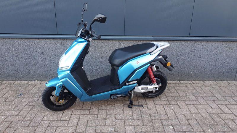 LifanC3 blauw 25 km/h   Elektrisch