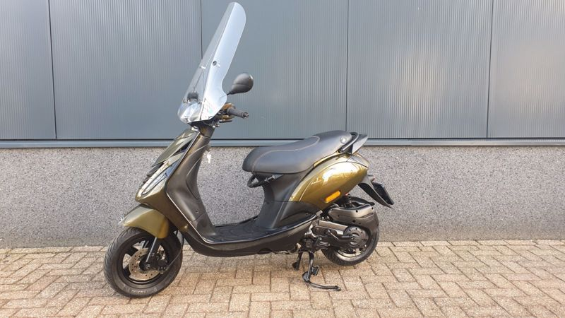 VERKOCHT....Piaggio Zip Special full options  25 km/h 2017