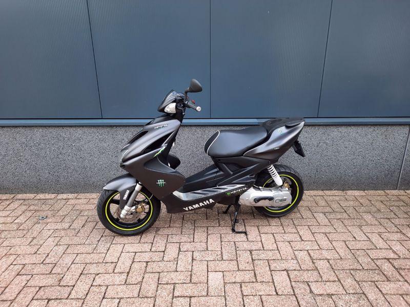 VERKOCHT...Yamaha Aerox  grijs 45 km/h