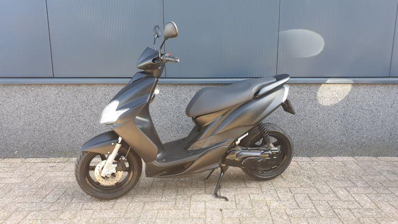 VERKOCHT.....Yamaha Jog RR  mat zwart 45 km/h