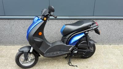 ...Peugeot Ludix blauw 25 km/h