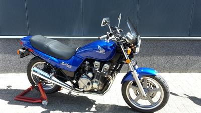 ....Honda CB 750 Nighthawk