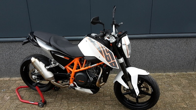 ....KTM Duke 690 ABS 2012