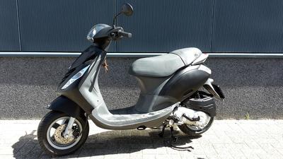 ...Piaggio Zip 4-T zwart 25 km/h 2010
