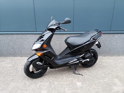 ....Peugeot Speedfight II zwart 25 km/h