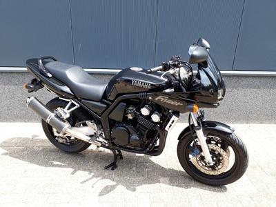 .......Yamaha FZS 600 Fazer  (35 KW)