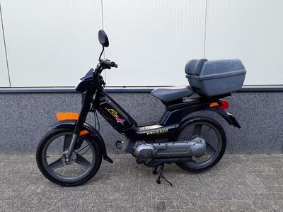 .....Peugeot Fox 25 km/h zwart