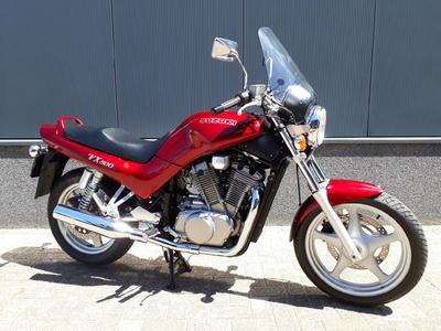 .....Suzuki VX 800 ( A2 geschikt )