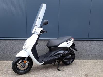 ....Yamaha Neo's 4 T Wit 25 km/h 2013