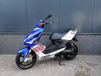 ....... Yamaha Aerox Rossi replica 2008