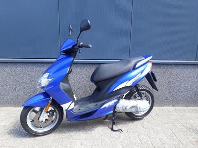 ........ Yamaha Jog RR blauw 45 km/h