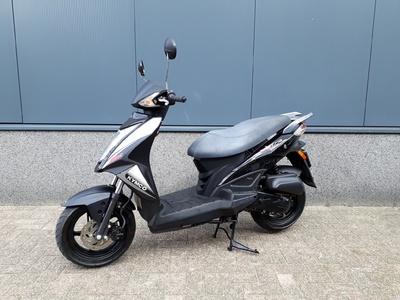 ....Kymco Agility RS  zwart 45 km/h 2012