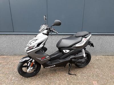 .....Yamaha Aerox R 4-takt 2014