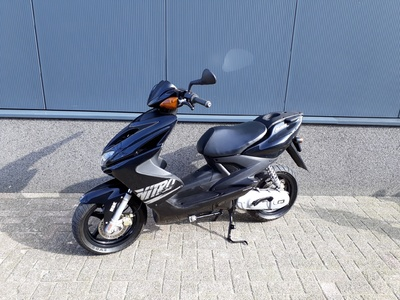 .....Yamaha Aerox MBK 45 km/h