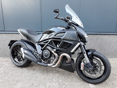......Ducati Diavel black