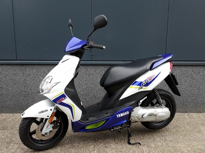 ....Yamaha Jog R 25 km/h  2013 gewoon nog nieuw!!!!