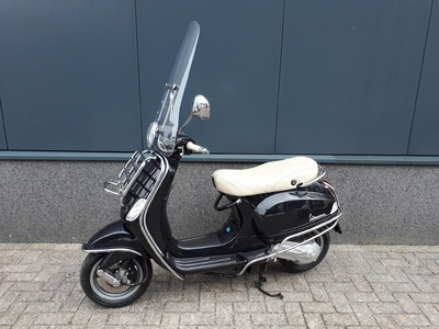 ......Vespa Lx50 full option  25 km/h