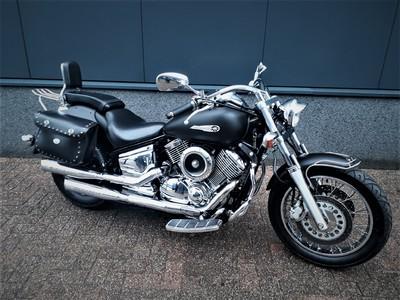 .......Yamaha XVS 1100  Dragstar