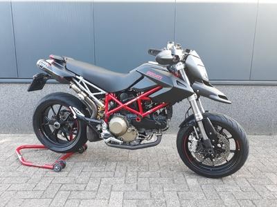 .....Ducati Hypermotard 1100 EVO 2010