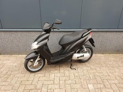 .....Yamaha Jog R zwart 2008