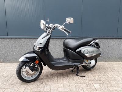 ...........Aprilia Mojito Custom zwart 25 km/h 2013