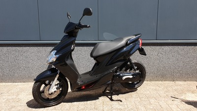 ........ Yamaha Jog RR  zwart 45 km/h 2011