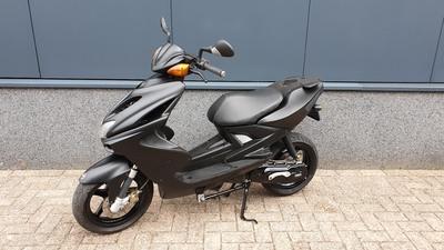 ....Yamaha Aerox 45 km/h  2013