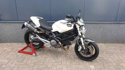 ....Ducati Monster 696 wit 2009
