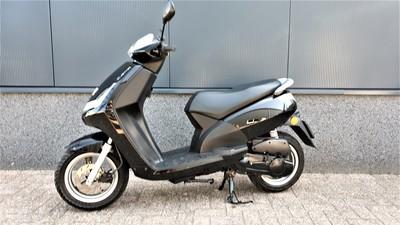 .....Peugeot New Viva 25 km/h zwart
