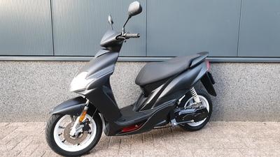 .....Yamaha Jog RR 45 km/h zwart 2012