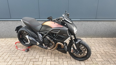 ....Ducati Diavel  ABS Special 2011