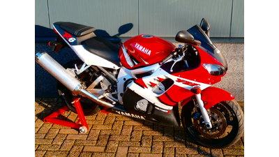 ......Yamaha R6 rood-wit