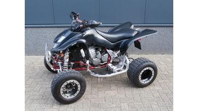.....Suzuki LTZ 400 zwart
