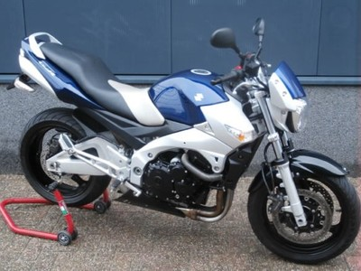.....Suzuki GSR 600 2007