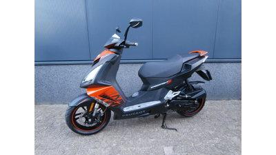 ...... Peugeot Speedfight III zwart-oranje 25 km/h 2015