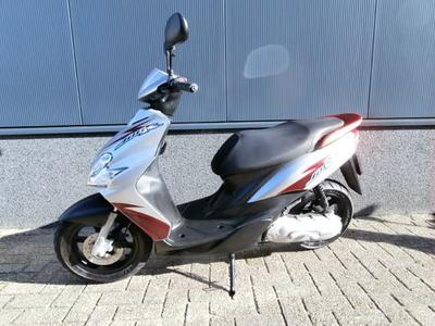 ....Yamaha Jog R 45 km/h 2008
