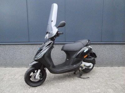 ...Piaggio Zip zwart 25 km/h 2014