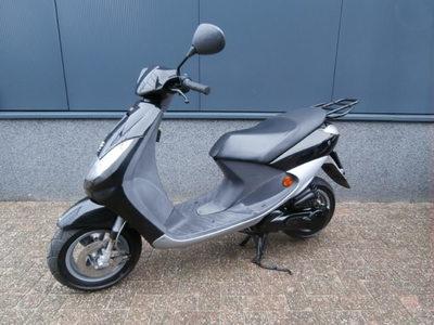 ....Peugeot Vivacity compact 25 km/h 2005