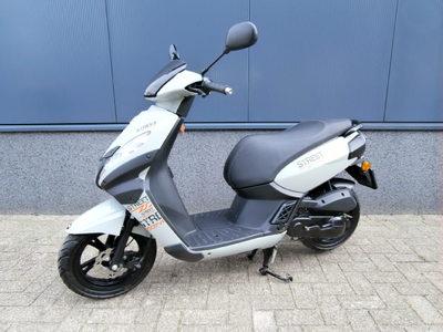 ....Peugeot Kisbee Streetzone 25 km/h 2014