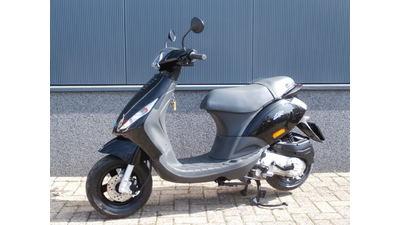 ...Piaggio Zip 4-takt zwart 45 km/h