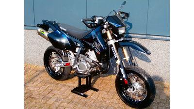 ...... Suzuki DRZ 400 SM
